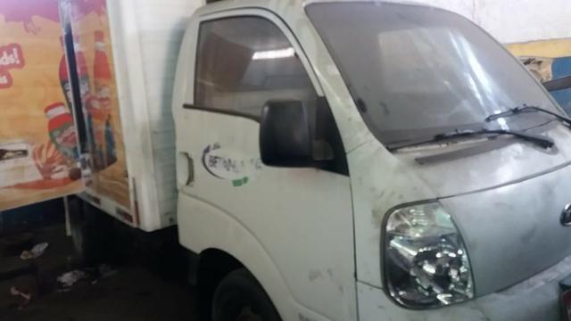 Kia Bongo 2.500 com bau e frio carro barato - Foto 2