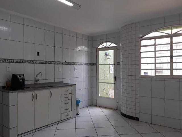 Excelente casa 2 quartos, garagem 3 carros, base para sobrado Riacho Fundo II - Foto 8