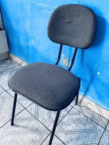 Vendo móveis de escritório mesa em L cadeira fixa - Foto 2