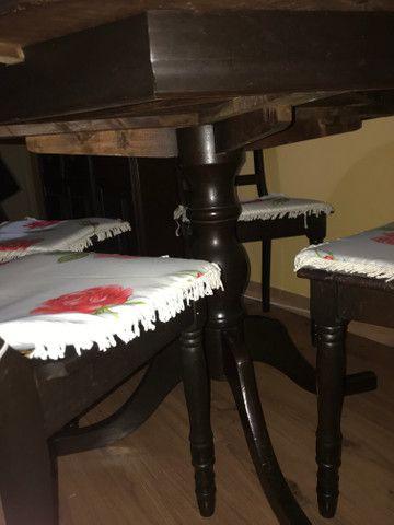 Mesa de madeira com 4 cadeiras (madeira maciça) - Foto 2