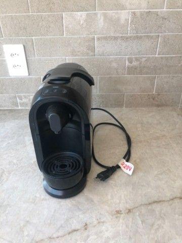 Máquina de café (cafeteira) Três