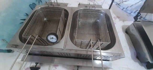 fritadeira duas cubas, a Gás uma cortadora de batata nova - Foto 3