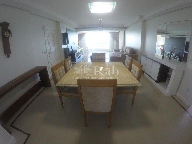 Apartamento a venda frente mar todo mobiliado no Edifício Beverly Hills na Barra Sul em Ba - Foto 11