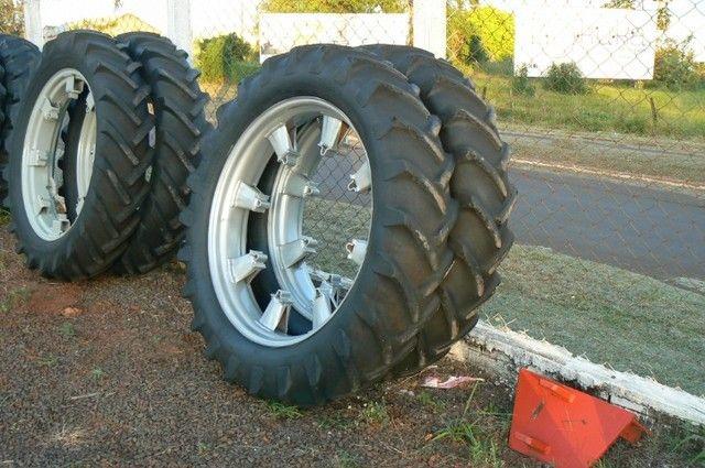 Par de pneus fino 13-6-38 e 12-4-38
