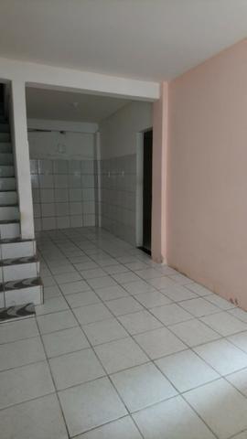 Alugo Casa 2/4 com garagem para motos Frente de Rua - Foto 3