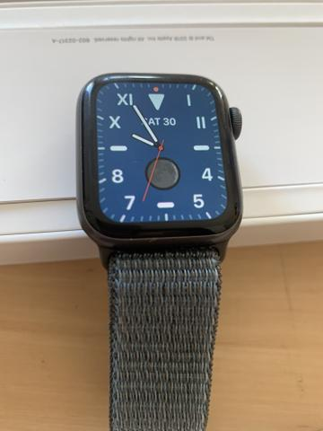 Apple Watch série 4 com chip digital e GPS 40mm