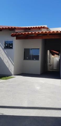 Carolina Parque Casa com varanda na frente com dois quartos sendo um suíte com ducha