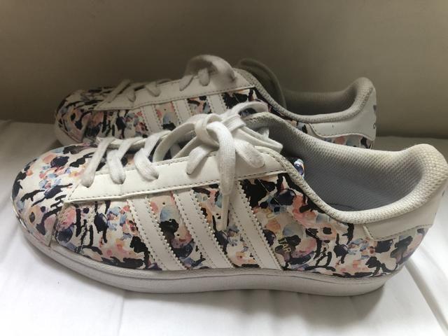 35f26ffc74 Tênis adidas originalL floral - Roupas e calçados - Jardim