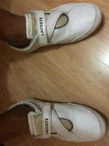 b1ffe7d04b3cf Tenis Lacoste de couro, branco com velcro na frente - original - pouco uso