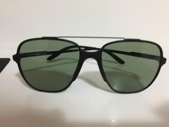 4278478bc459b Óculos de Sol Carreira novo