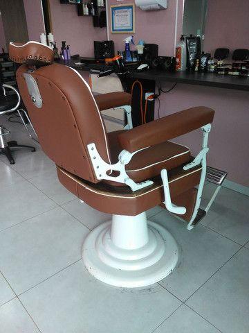 Cadeira de barbeiro. Para barbearia antiga.restaurada