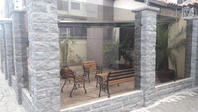 Alugo Sobrado em condomínio, 3D, Centro de Canoas, suíte, closet, churrasqueira - Foto 2