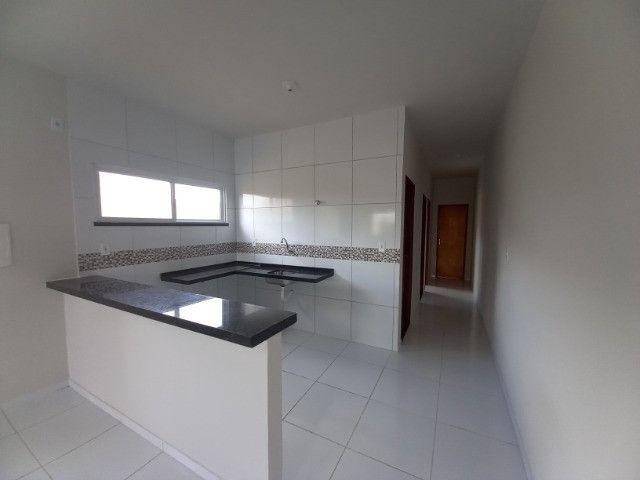 DP casa nova com 2 quartos 2 banheiros com sala 2 ambientes e garagem - Foto 5