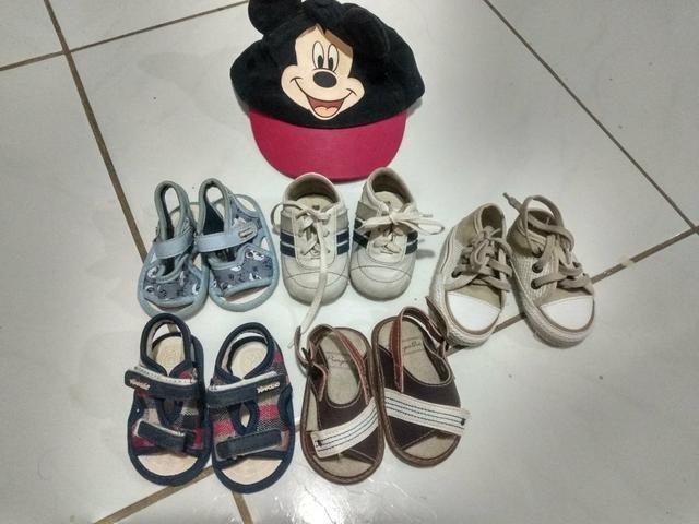 Lote sapatos e percatas de menino