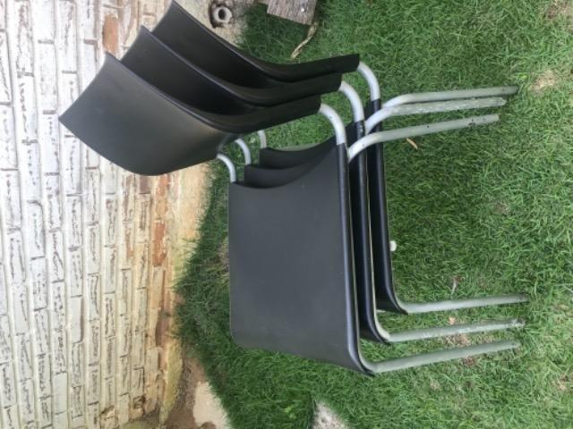 Cadeiras em prolipropileno pes de metal - Foto 2