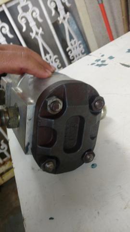 Bomba hidráulica dupla Mini retroescavadeira JCB 1CX, p/n 20/208800 - Foto 5