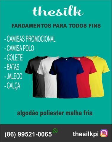 Fardamento e camisas personalizadas.