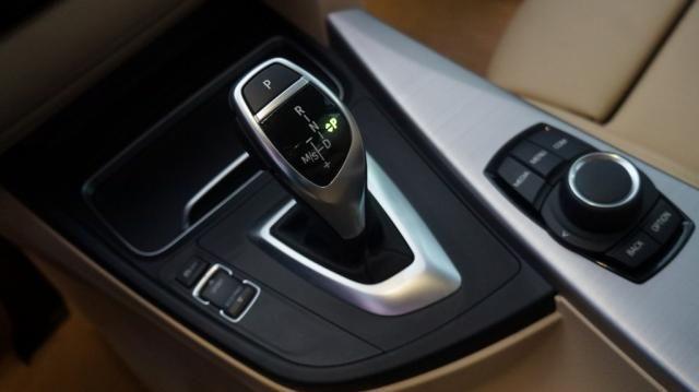 BMW 320i 2.0 SPORT 16V TURBO ACTIVE FLEX 4P AUTOMÁTICO - Foto 18