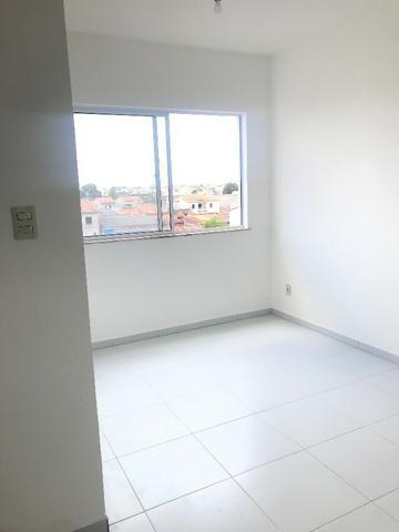 Excelente Apartamento para alugar. Villa Imperial 2/4 com suite bairro tomba - Foto 2