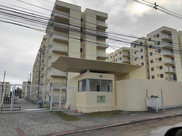 Apartamento no condomínio Alameda Eucaliito