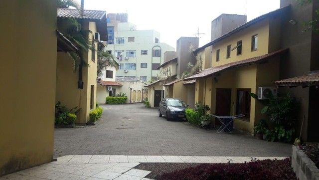 Alugo Sobrado em condomínio, 3D, Centro de Canoas, suíte, closet, churrasqueira - Foto 16