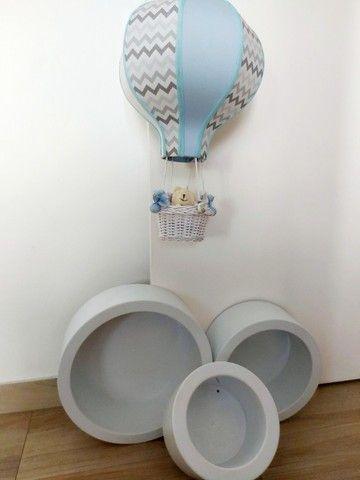 Lustre balão e nichos redondos bebê