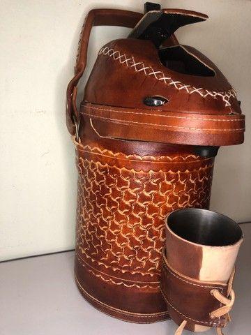 Garrafa de inox encapada de couro - 2,5 litros (terere) - Foto 3