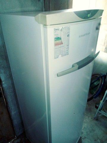 Vende-se um freezer vertical 280 LT