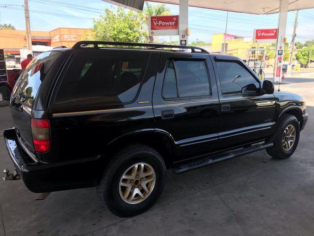 Blazer automática  ano 2000 a gasolina e GNV quitada pronta pra transferir  - Foto 5
