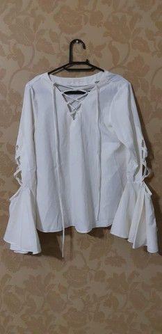 Blusa branca (marca= Neofol)