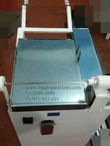 Enrolador ou Enrroladeira Leão para massas de pastel Profissional/Rolinhos Massa Pastel - Foto 2