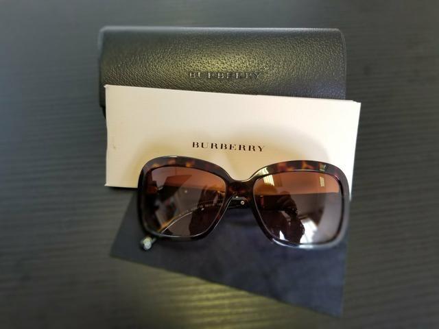 Óculos de sol Burberry original - Bijouterias, relógios e acessórios ... 533cd654a4