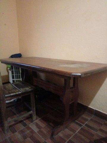 Vende-se mesa de madeira - Foto 4