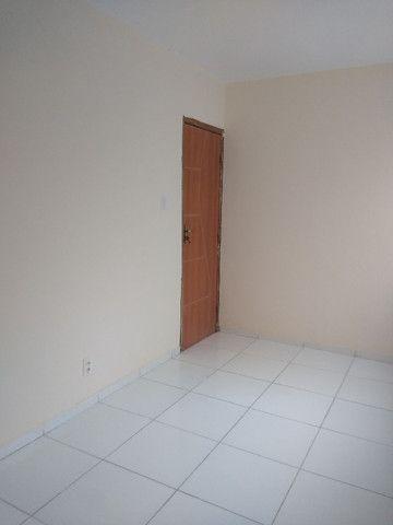 Apartamento no final de linha em Vale dos Lagos c/ 2 quartos + dependência - Foto 4