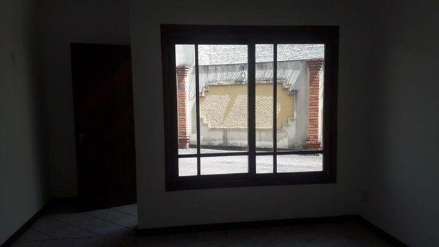 Alugo Sobrado em condomínio, 3D, Centro de Canoas, suíte, closet, churrasqueira