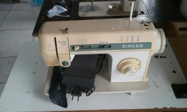 Máquina de costura Zig