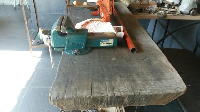 Bancada de madeira mais ferramentas para oficinas