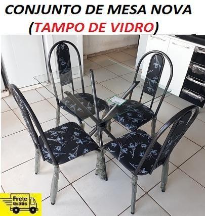 Belissimo Conjunto de Mesa 4 cadeiras(Tampo de Vidro)Com Base Entrelaçada Nova 549,00