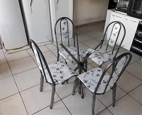 Belissimo Conjunto de Mesa 4 cadeiras(Tampo de Vidro)Com Base Entrelaçada Nova 549,00 - Foto 2
