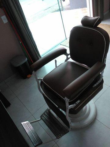 Cadeira de barbeiro. Para barbearia antiga.restaurada  - Foto 2