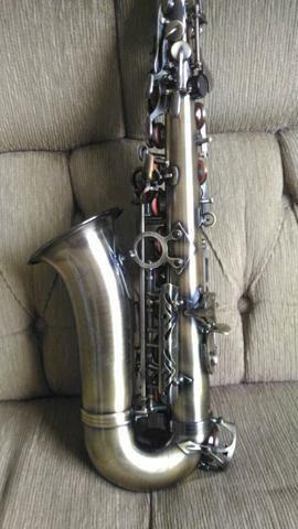 Saxofone Alto eb Dolphin Super Novo 2.000,00 Reais à vista Pintura Envelhecido - Foto 2