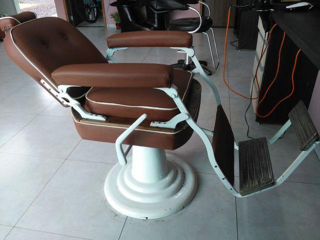 Cadeira de barbeiro. Para barbearia antiga.restaurada  - Foto 3
