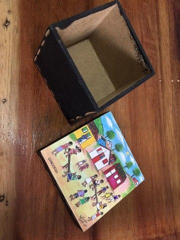 Caixa em MDF quadrada com pintura de gangorra e crianças - Foto 2