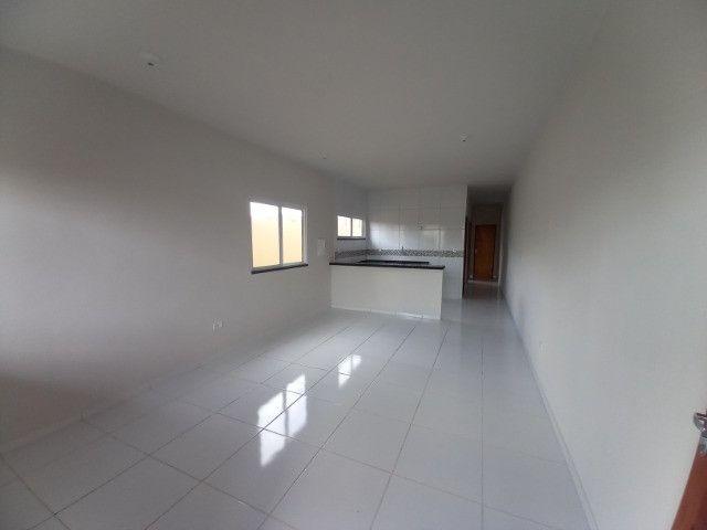 DP casa nova com 2 quartos 2 banheiros com sala 2 ambientes e garagem - Foto 4