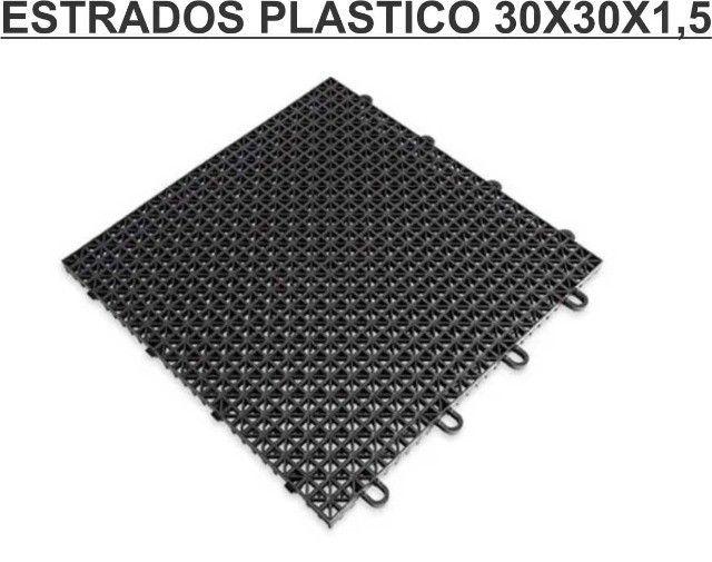 Estrados 30x30x1,5 cor preto