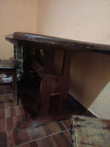 Vende-se mesa de madeira