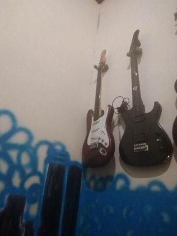 2 guitarras baratinho pra desapega