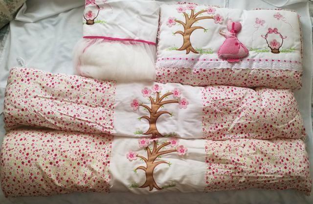 Kit de berço menina (Muito conservado) 4 peças branco e rosa - Foto 2