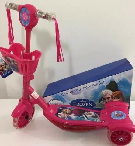 Patinete Infantil Musical Frozen 3 Rodas Com Luzes - Foto 4