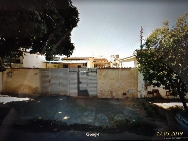 Vendo duas Casas antigas no centro, próximo do armazém Pérola